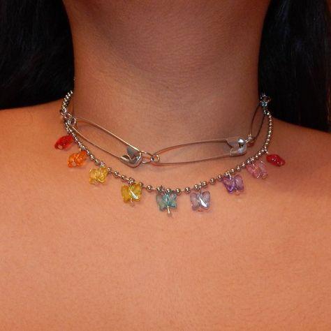- Depop - Large safety pin chain choker 🕷🖤 ~silver tone ~pins shut 4 – Depop Source by lilohupfdule - Piercings, Cute Jewelry, Jewelry Accessories, Trendy Jewelry, Jewelry Ideas, Diy Jewelry, Jewelry Design, Mode Collage, Estilo Indie