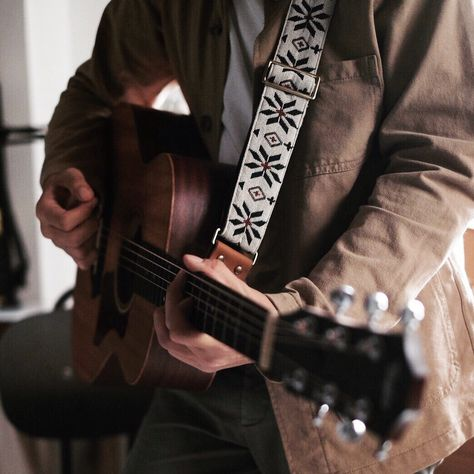 Guitar Straps - Guitar What You Ought To Know Music Guitar, Cool Guitar, Playing Guitar, Acoustic Guitar, Ukulele, Cheap Guitars, Guitar Strings, Guitar Picks, Punk