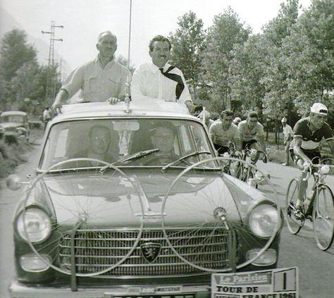 Tour de France 1961 Jacques Goddet, ici avec Maurice Herczog, tiendra des propos très durs envers les résignés, les médiocres qui avaient accepté, sans lutter, le règne prolongé d'Anquetil.
