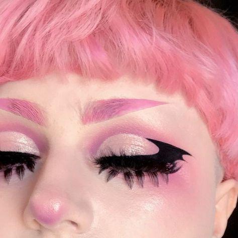 Punk Makeup, Edgy Makeup, Grunge Makeup, Makeup Inspo, Makeup Art, Makeup Inspiration, Hair Makeup, Pastel Goth Makeup, Pastel Goth Nails