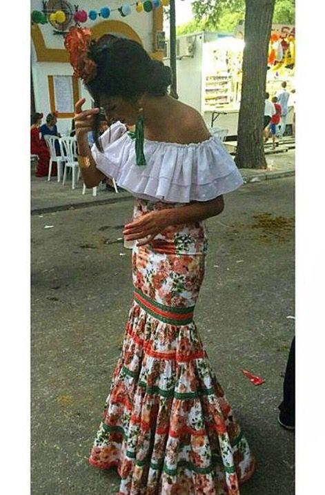 Falda de flamenca estampada y camisa blanca @flamencasconarte @claudia6