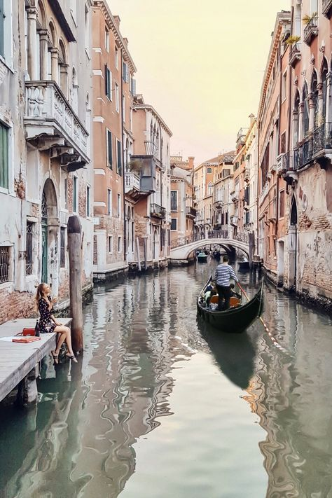We help you make your trip to Italy, Venice memorable and interesting. We picked the most popular Venice attractions and present them to you with stunning images. The Places Youll Go, Places To Go, Photos Voyages, Travel Aesthetic, Honeymoon Destinations, Travel Goals, Venice Italy, Venice Canals, Italy Italy