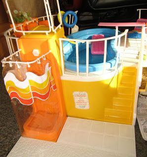 I remember I wanted this pool for my barbies sooooo bad! And Santa brought me a knock off pool half the size of this! 1980s Childhood, My Childhood Memories, Great Memories, Retro Housewife, 80 Cartoons, Retro Advertising, Vintage Fisher Price, 80s Kids, Halloween Disfraces