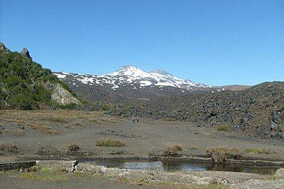 Nevados De Chillán Volcano Chile Wikipedia La Enciclopedia Libre Nevados De Chillán Volcano Stratovolcano 3212 M 10 538 Centro De Esqui Nevar Volcanes