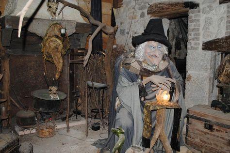 Ce parc situé dans la Drôme ivite les visiteurs à découvrir le Monde des Lutins, un lieu remplit de magie et de comtes mystérieux. Source image: Association le Sou des Ecoles d'Allex