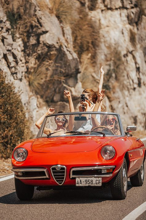 Pin by classic car news pics and videos on alfa romeo classic cars Alfa Romeo Cabrio, Summer Aesthetic, Retro Aesthetic, Retro Cars, Vintage Cars, 70s Cars, Logo Garage, Maintenance Automobile, Garniture Automobile