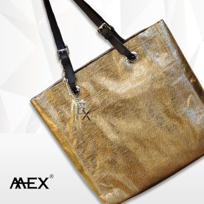 Add some bling to your glamorous persona with this stunning golden handbag from Mex Lifestyle.