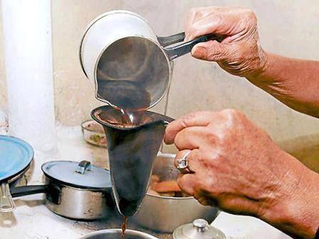 Colando Café Puertorriqueño por Eduardo Alvarado para RICO PUERTO RICO — with Olga Martinez and Nena Henriquez. When I first met my father in law's wife, this is the coffee I was served.