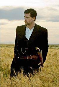 """Brad Pitt - Interview, film """"l'Assassinat de Jesse James"""" - © Warner Bros Une gueule d'ange, une vie privée «so chic», avec Angelina Jolie et sa petite famille qui défraient la chronique, on en..."""