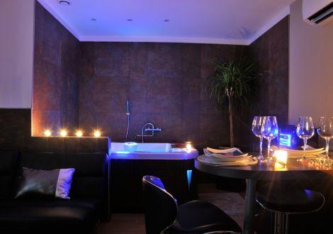 Appartement Romantique Pour Deux Avec Jacuzzi Et Hammam Manduel Chambre Salle De Bain Jacuzzi Logement