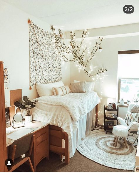 39 Beautiful Dorm Room Decorting Ideas - Trend Home College Bedroom Decor, Cool Dorm Rooms, Room Ideas Bedroom, College Dorm Rooms, Diy Dorm Room, Boho Dorm Room, Dorm Room With Tapestry, Dorm Room Rugs, Pink Dorm Rooms