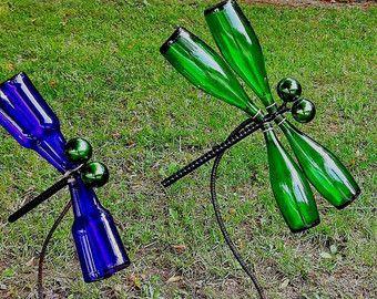 Upcycled/Recycled/Repurposed Glass Bottle Garden Art Dragonfly A garden is fa… - Garden Design 2020 Wine Bottle Trees, Wine Bottle Art, Wine Tree, Diy Bottle, Glass Garden Art, Bottle Garden, Garden Spheres, Cement Garden, Glass Bottle Crafts