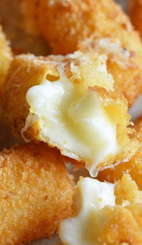 Só pra lembrar que festa sem bolinha de queijo é qq coisa menos festa kkkkk Fried Cheese Sticks