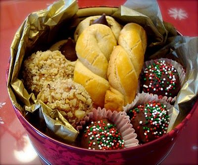 Cookies for the neighbors.  Christmas cookie recipes.