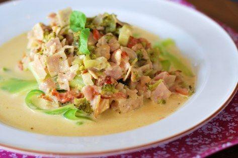 Tagliatelle com peito de peru e verduras