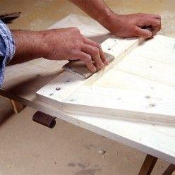 Comment Fabriquer Des Volets Battants En Bois De Sapin Fabriquer Volet Bois Volet Exterieur Volet Bois