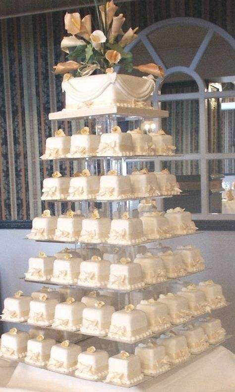 Big Wedding Cakes, Wedding Cakes With Cupcakes, Elegant Wedding Cakes, Elegant Cakes, Beautiful Wedding Cakes, Wedding Cake Designs, Chic Wedding, Beautiful Cakes, Cupcake Cakes