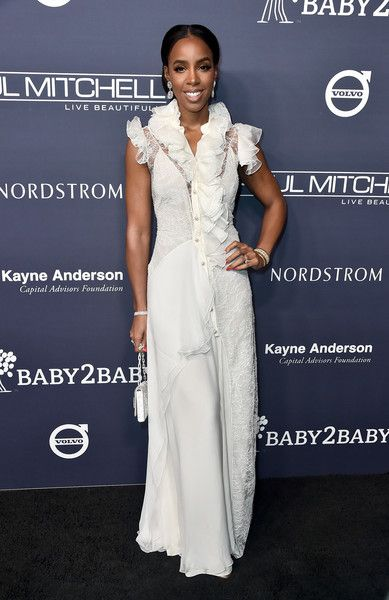 Kelly Rowland attends the 2017 Baby2Baby Gala at 3LABS.