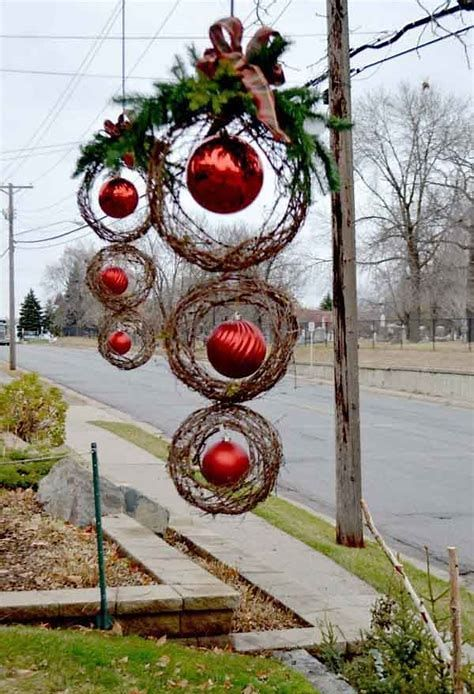 60 Best Natural Outdoor Christmas Decoration Ideas Christmas Decorations Diy Outdoor Christmas Wreaths Christmas Diy