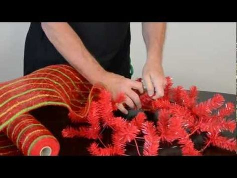 Video tutorial for Christmas deco mesh wreath