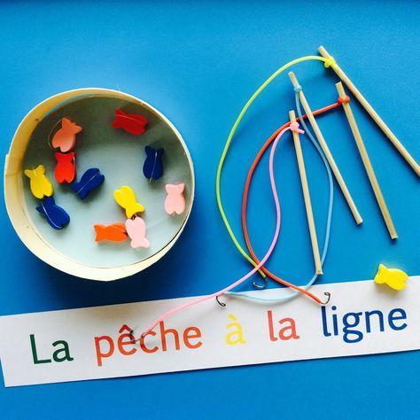 Une autre version du jeu de la pêche à la ligne, dans une boite a fromage :) Consommables: - perles en forme de poisson (ou on les découpé dans du papier cartonné), - fil de pèche, - piques en bois, - fils scoubidou (ca ne s'emmêle pas), - 4 trombones...