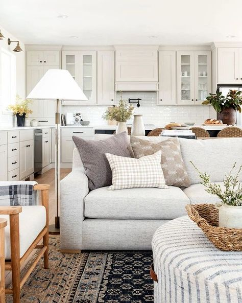 Ideas Decoracion Salon, Sweater Pillow, Studio Mcgee, Traditional House, Great Rooms, Home And Living, Pillow Covers, Upholstery, Interior Design