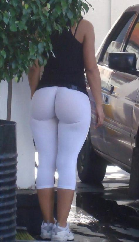 Kourtney Kardashian in White Yoga Pants