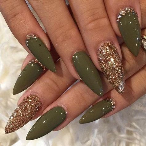 Olive and gold stiletto nails nails - unghie verdi, unghie stiletto en ungh Gold Stiletto Nails, Pointed Nails, Coffin Nails, Gradient Nails, Pink Coffin, Gorgeous Nails, Love Nails, Fun Nails, Stelleto Nails