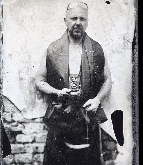 My test selfies continue :) Seriously I wanted to shorten the exposure time from the previous session from half a minute to some seconds. Who makes #wetplate #collodion selfies without any assistant knows how difficult is to prepare all the stuff you need to make a proper focus on your face. You can see that without a head rest is my head movement visible but the main object is sharpThe old but still beautiful #Rolleiflex camera which will be renewed and adapted for wet plates soon  6…