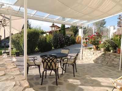 Vente Chambres D Hotes Et Gite A Pres Tallard Alpes De Haute Provence En 2020 Decoration Exterieur Maison D Hotes Gite