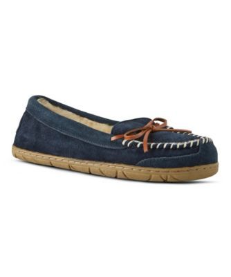Made in a suede-look textile, these WindRiver moccasins give you a shoe-like look in a cosy slipper. They're built for comfort with a fully-layered and padded lining