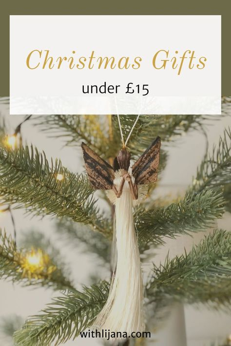 Beautiful Christmas Gifts under £15 if you are on a budget or you are looking for a small gift for your family and friends #christmasgifts #christmasgiftideas #giftideas #giftsforfriends #giftsforfamily #christmasgiftsonabudget