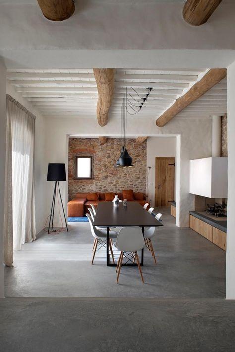 Arredare la casa in campagna in stile chic moderno soggiorno con travi a vista interiors house and architecture