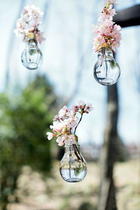 all in the details! These hanging flowers vases make are perfect wedding decor.It's all in the details! These hanging flowers vases make are perfect wedding decor. Trendy Wedding, Perfect Wedding, Diy Wedding, Rustic Wedding, Wedding Flowers, Wedding Venues, Wedding Day, Wedding Hacks, Elegant Wedding