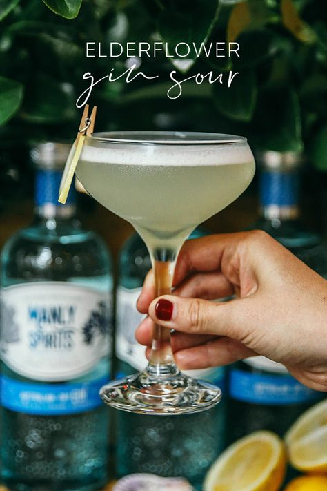 Try the ginny version of a whiskey sour - a refreshing, zingy mix of citrus, sweet elderflower, creamy foam and delicious dry gin! Cocktails To Try, Wine Cocktails, Craft Cocktails, Summer Cocktails, Party Drinks, Cocktail Drinks, Fun Drinks, Alcoholic Drinks, Beverages