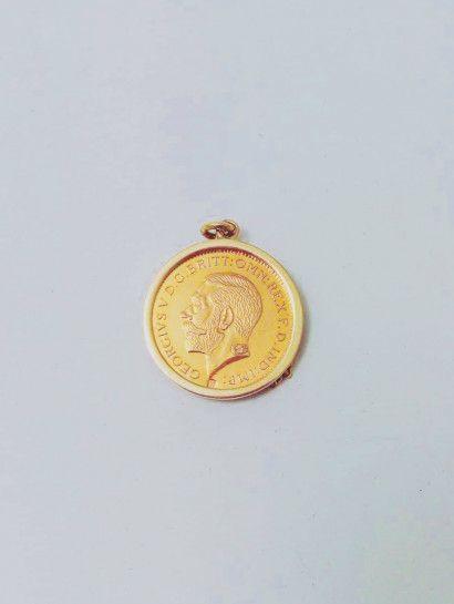 تعليقه ذهب عيار 21 تعليقه نصف جنيه ذهب عيار21 وزن 4 جرام مع إطار عيار18 وزن 2 25جرام Jewelry Jewelrymaking Love Wome Gold Coins Jewelry Making Jewelery