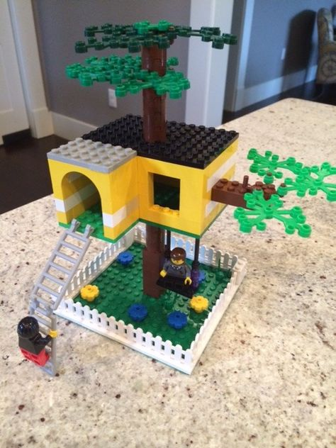 Treehouse I love tree houses. I even have my own in my backyard that my dad designed and built. It's easy to make a Lego tree house. if you keep it simple. You can use any base plate and make it as. Lego Tree House, Tree Houses, Legos, Hama Beads Minecraft, Lego Minecraft, Minecraft Houses, Minecraft Skins, Perler Beads, Construction Lego