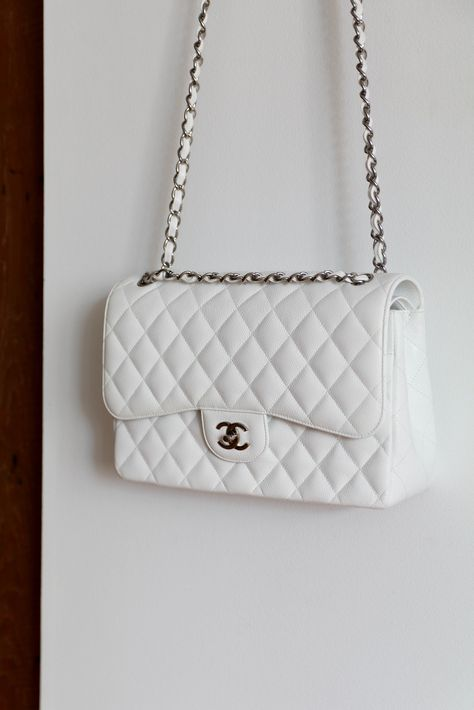 5 Amazing Things You Never Knew About Chanel Cute Handbags, Chanel Handbags, Purses And Handbags, Fashion Handbags, Fashion Bags, Replica Handbags, Burberry Handbags, Gucci Bags, Fashion Fashion