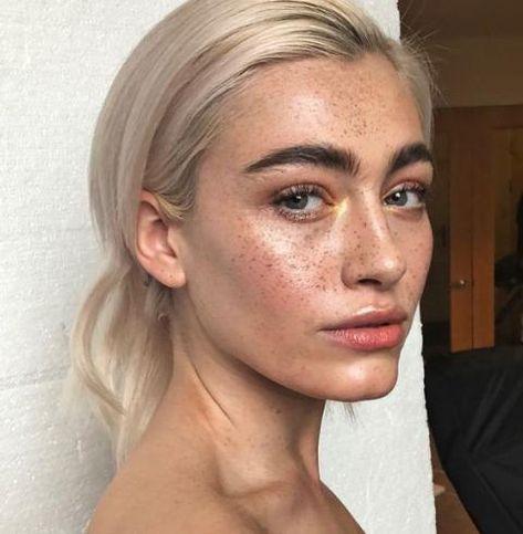 Coloration : 30 inspirations pour passer au blond platine