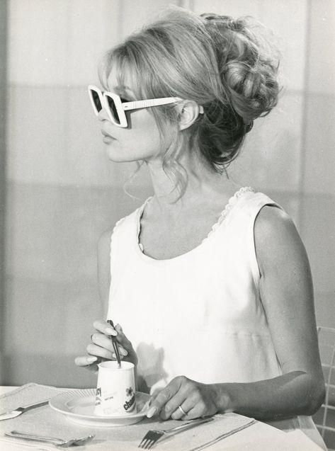 Style icons women french girls brigitte bardot 52 ideas for 2019 Brigitte Bardot, Bridget Bardot, Christina Hendricks, Bardot Hair, Style Icons Inspiration, Mode Pop, Adrienne Bailon, Sixties Fashion, Hollywood Fashion