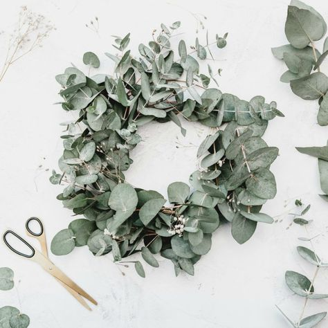 Pretty eucalyptus wreath - a great idea for a sustainable and zero-waste Christmas