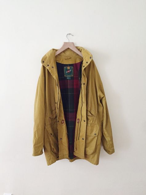 beautiful unisex vintage gap jacket. great quality, has a mustard yellow exterior and plaid / tartan interior lining  its in good condition but a little