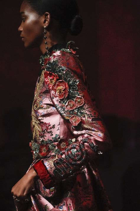 Gucci Spring 2017 Ready-to-Wear Fashion Show - Gucci Spring - Ideas of Gucci Spring. - See detail photos from the Gucci Spring 2017 show at Milan Fashion Week.