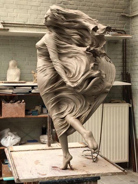 Com hand art, wood sculpture, art sculptures, amazing art, f Statue Ange, Renaissance Kunst, Sculpture Clay, Abstract Sculpture, Metal Sculptures, Bronze Sculpture, Sculpture Projects, Sculpture Ideas, Angel Sculpture