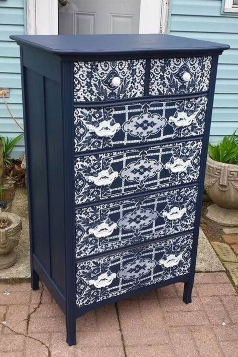 Easy creative dresser furniture flips. Thrift store dresser painted upcycled furniture. How to make over an old dresser. Upcycled dresser ideas DIY. #dresserupdate #dresserupcycle #furnituremakeoverdiyideas
