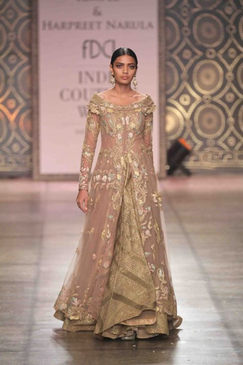 At CoutureYard, Buy Luxury Designer Indian Clothes for Women Online. Plus, get consultations from leading designers for handcrafted custom Dresses and Wedding or Bridal dresses.