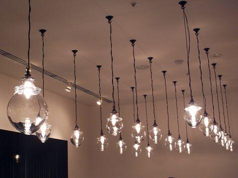 ヒガシヤ ギンザの天井から吊された照明器具です 照明 照明器具