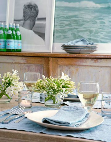 Simplicity makes this spring summer tablescape very inviting