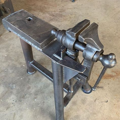Striker Anvil/Vise , hard plate is with hardy hole. Vise has jaws in great condition. Thank you Alan for your… Forging Tools, Blacksmith Tools, Blacksmith Projects, Welding Tools, Arc Welding, Metal Projects, Welding Projects, Metal Crafts, Metal Working Tools