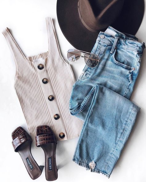 Instagram Picture Ideas Flat lay inspiration flat lay fashion flat lay photography flat lay photography tips flat lay photography clothing
